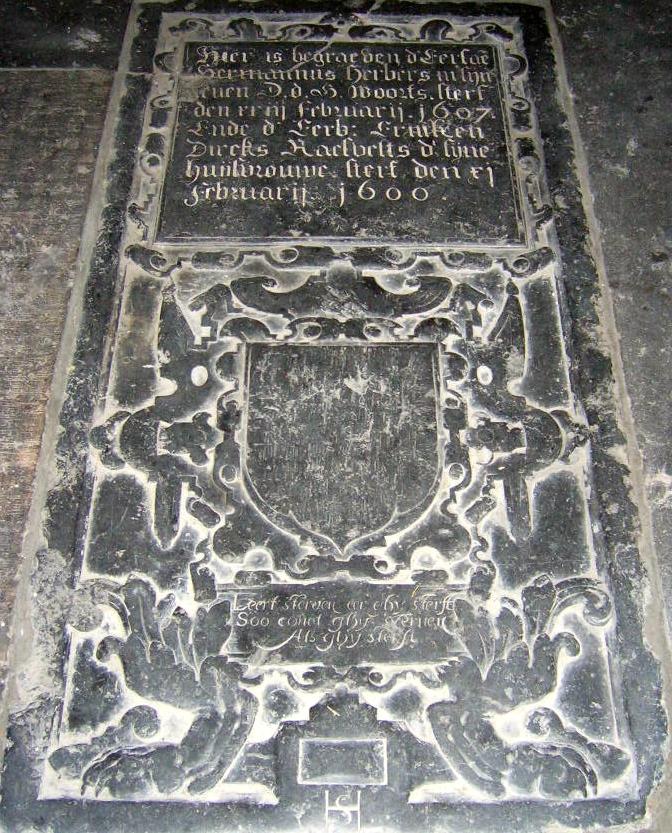 Grafsteen van Herman Herbers en diens echtgenote in de Goudse Sint-Janskerk met de spreuk